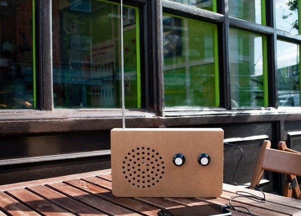 carboard-fm-radio-and-mp3-player