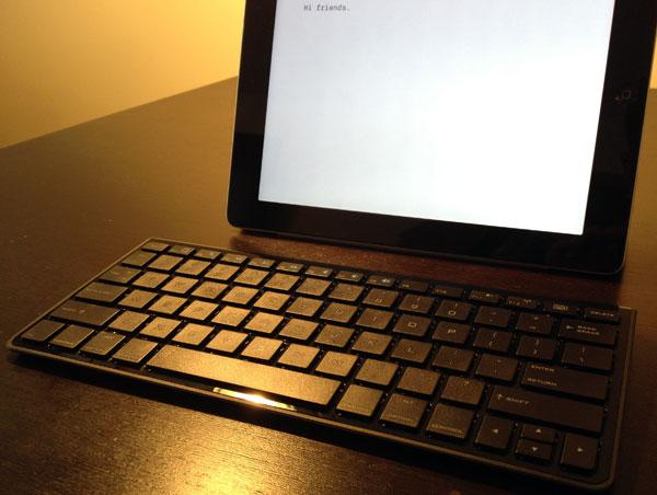 amazon-basics-bluetooth-keyboard-ipad-iphone