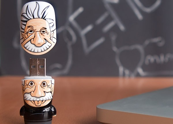albert-einstein-flash-drive