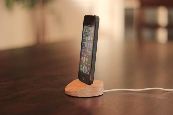 TT-2012-10-12-Lightning-dock-no-case_1_grande