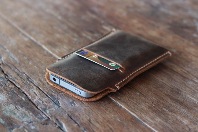distressed-leather-case-for-iphone-5