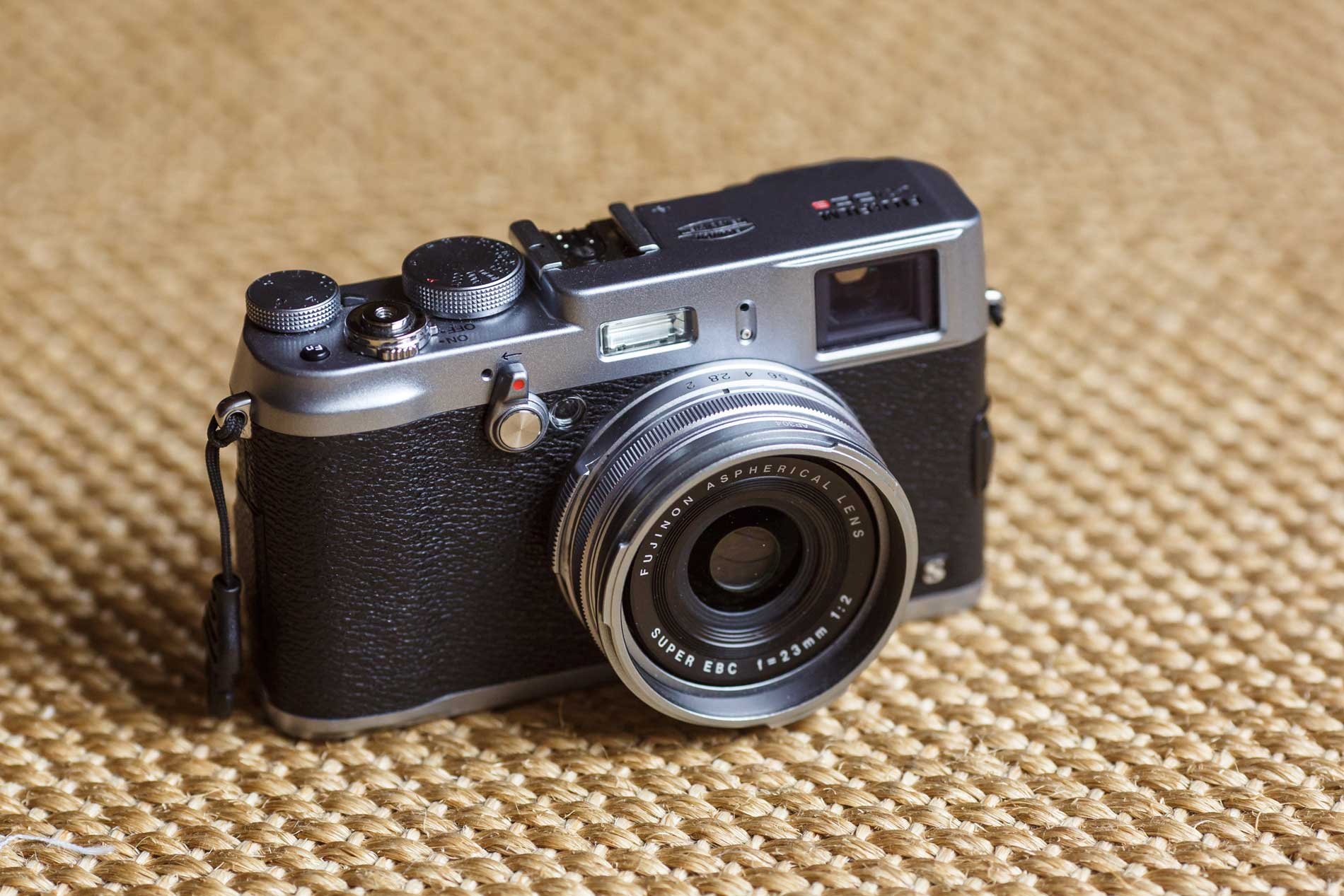 The [Fuji x100s](http://www.amazon.com/dp/B00AX12ZL8/ref=nosim&tag=toolsandtoys-20)