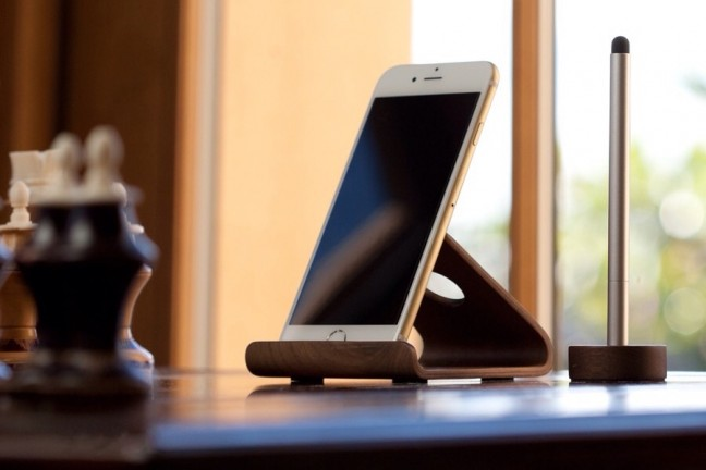 elago-w2-stand-for-iphone-and-ipad-mini