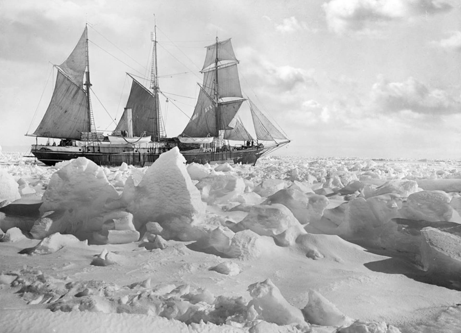 Photo: Frank Hurley/Royal Geographical Society