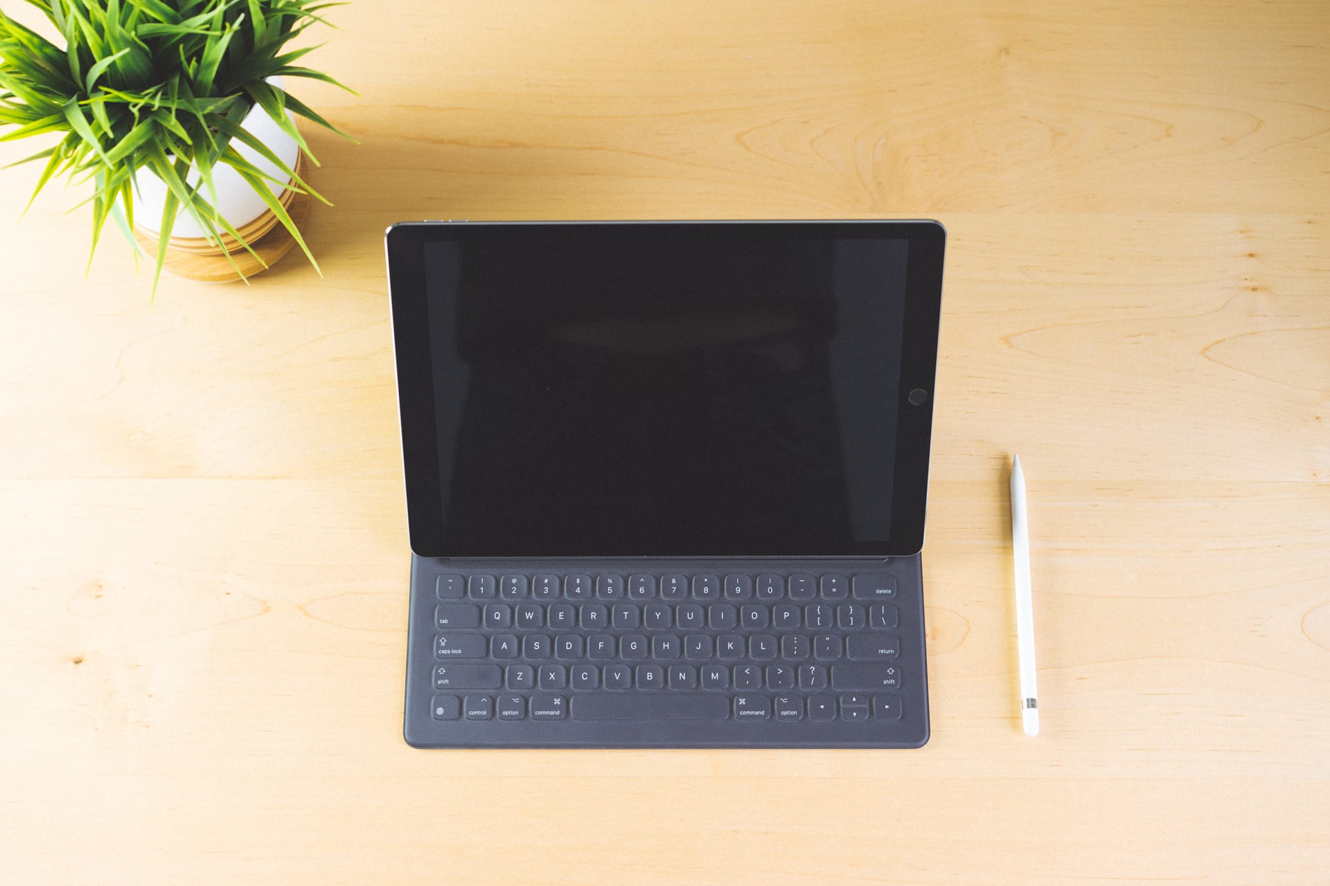 A Review Of The Apple Pencil And The Smart Keyboard Tools And Toys