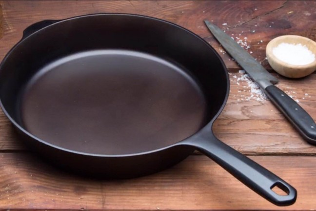 the-field-cast-iron-skillet