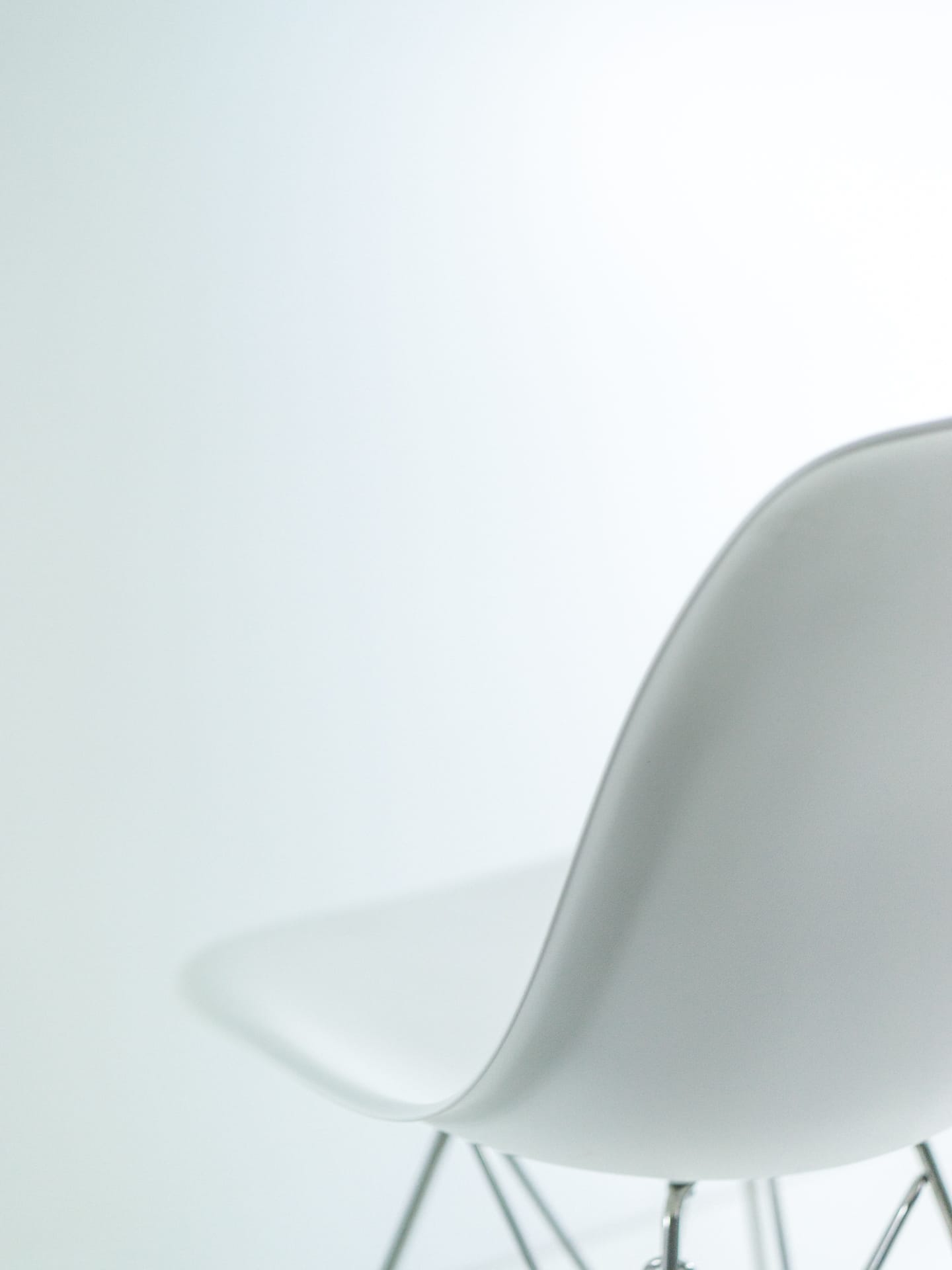 Herman Miller Eames Molded Plastic Chair a review of the herman miller eames molded plastic side chair