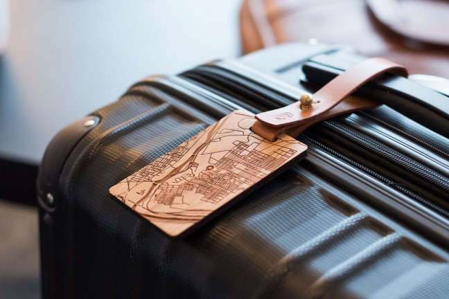 new-custom-wooden-cartography-luggage-tags