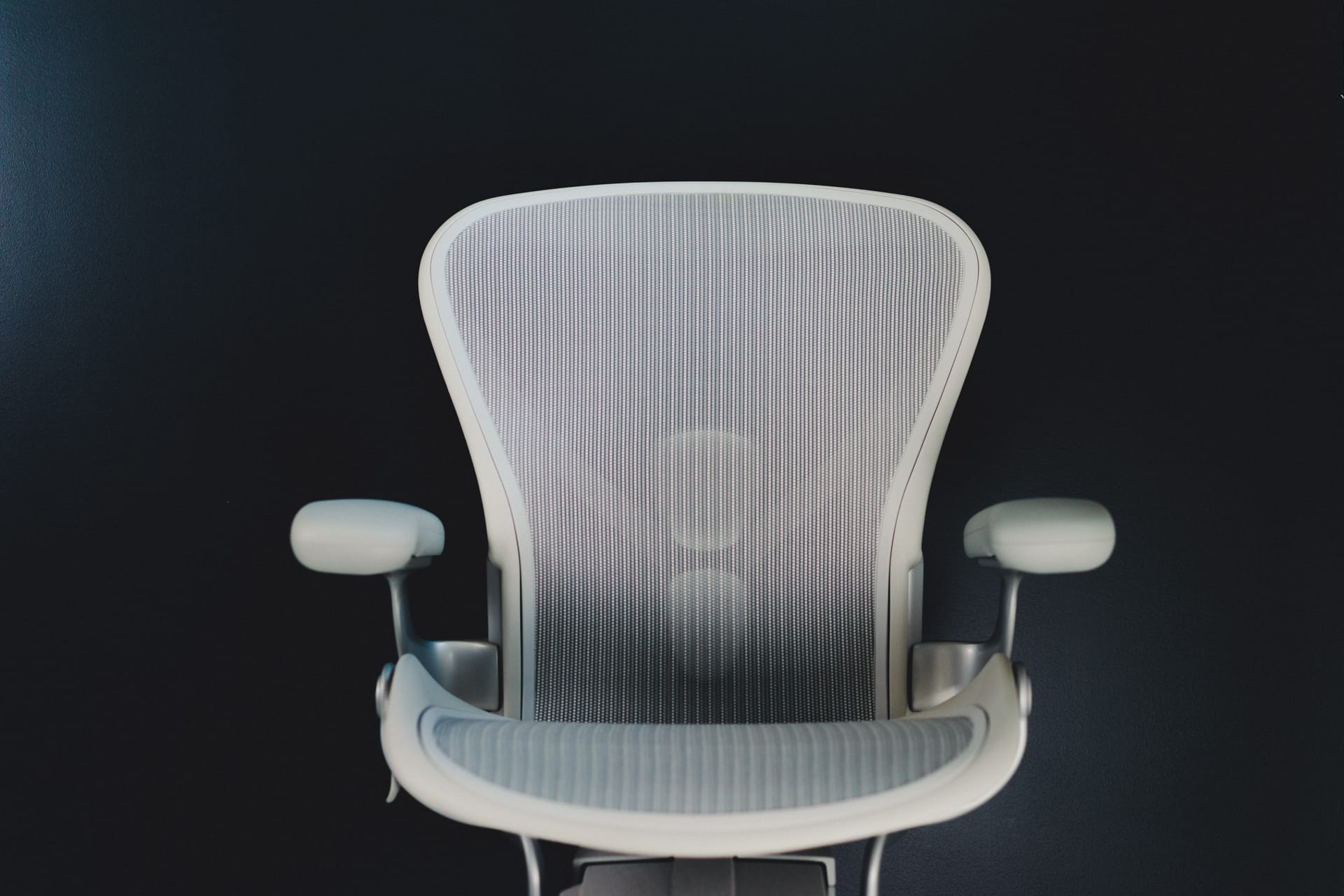 a review of the remastered herman miller aeron office chair u2014 tools and toys