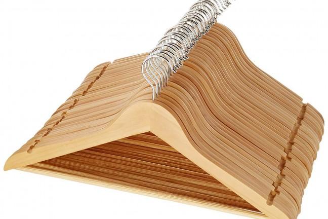 amazonbasics-wooden-suit-hangers