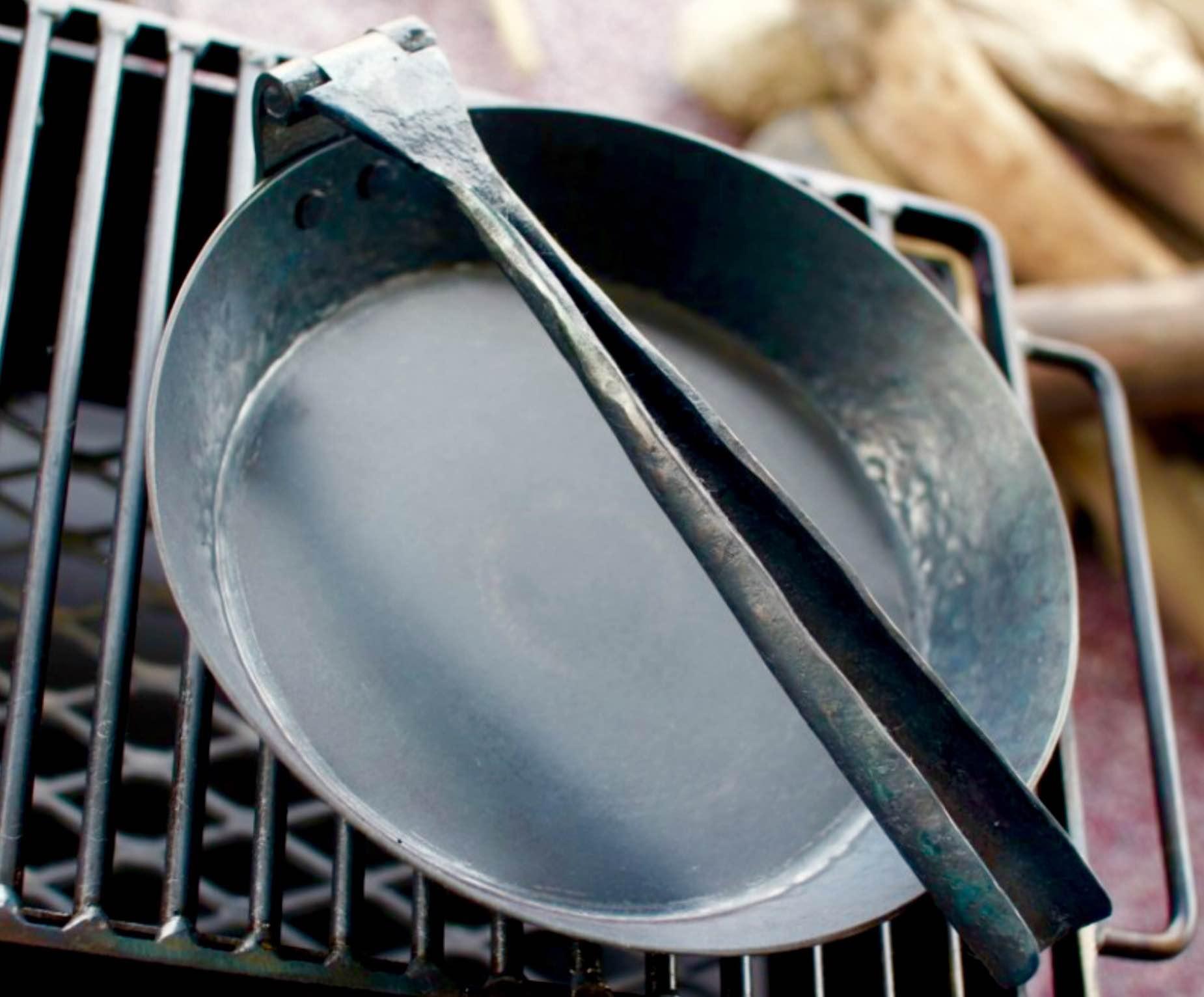 townsends-folding-frying-pan-2