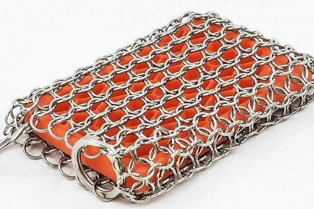 kitchen-pro-cast-iron-chainmail-scrubber-with-silicone-insert