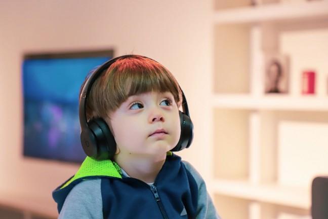 awesome-podcasts-for-kids-guide-hero-alireza-attari