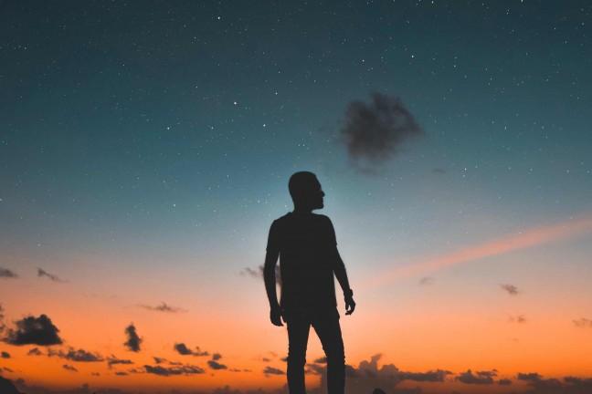 everyday-carry-night-sky-guide-hero-mohamed-awwam