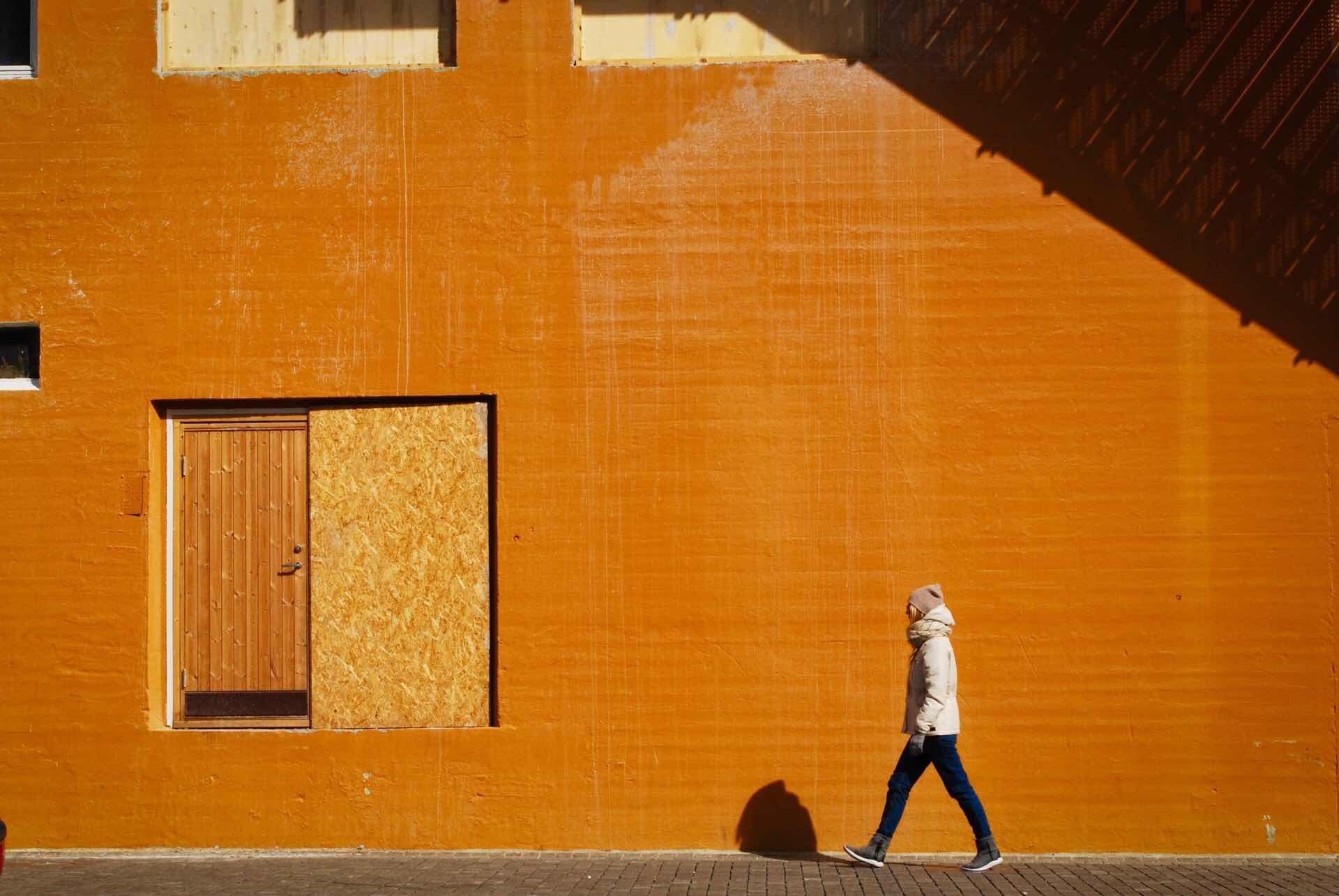 everyday-carry-unabashedly-orange-guide-hero-tatiana-diakova