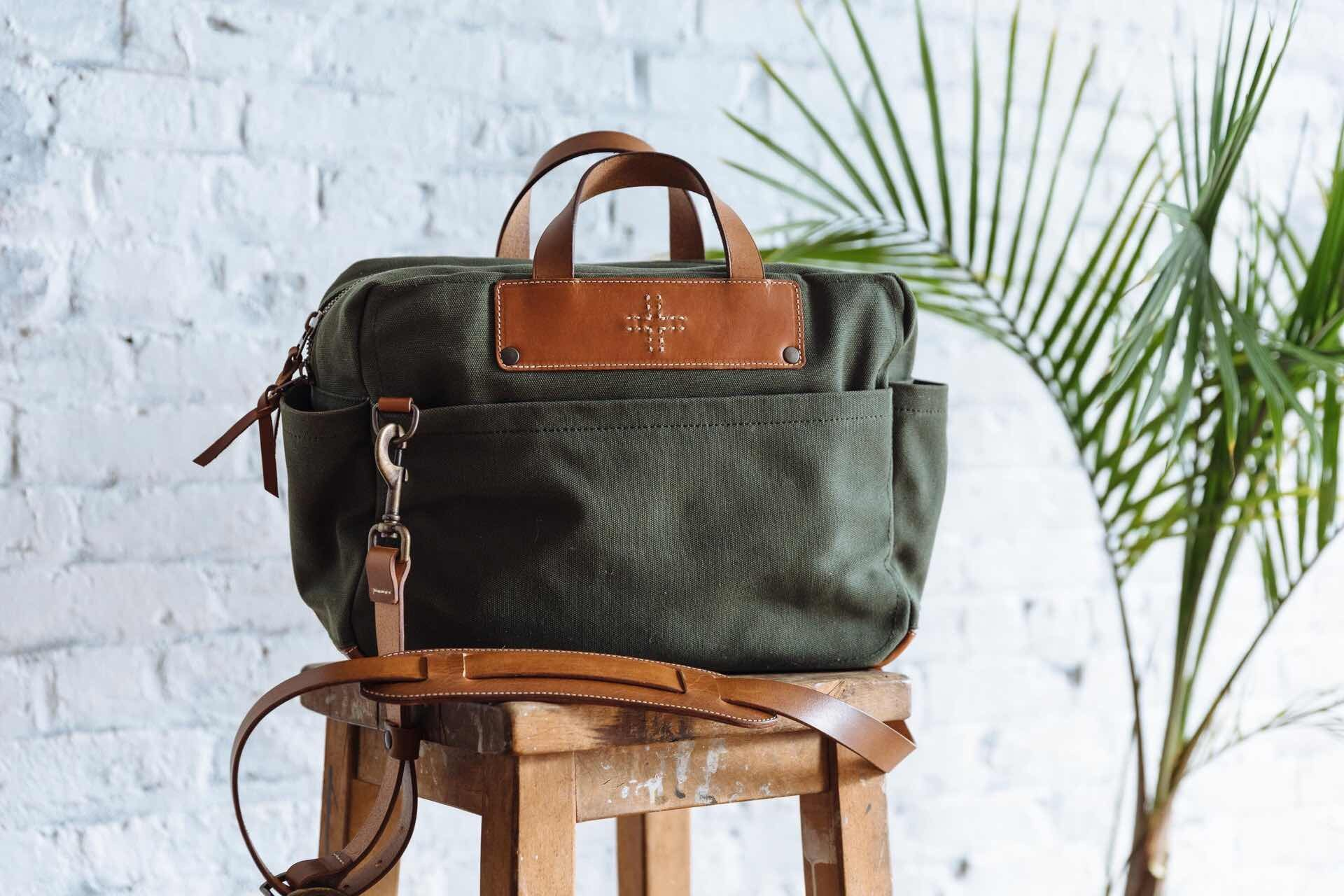 wp-standard-canvas-briefcase