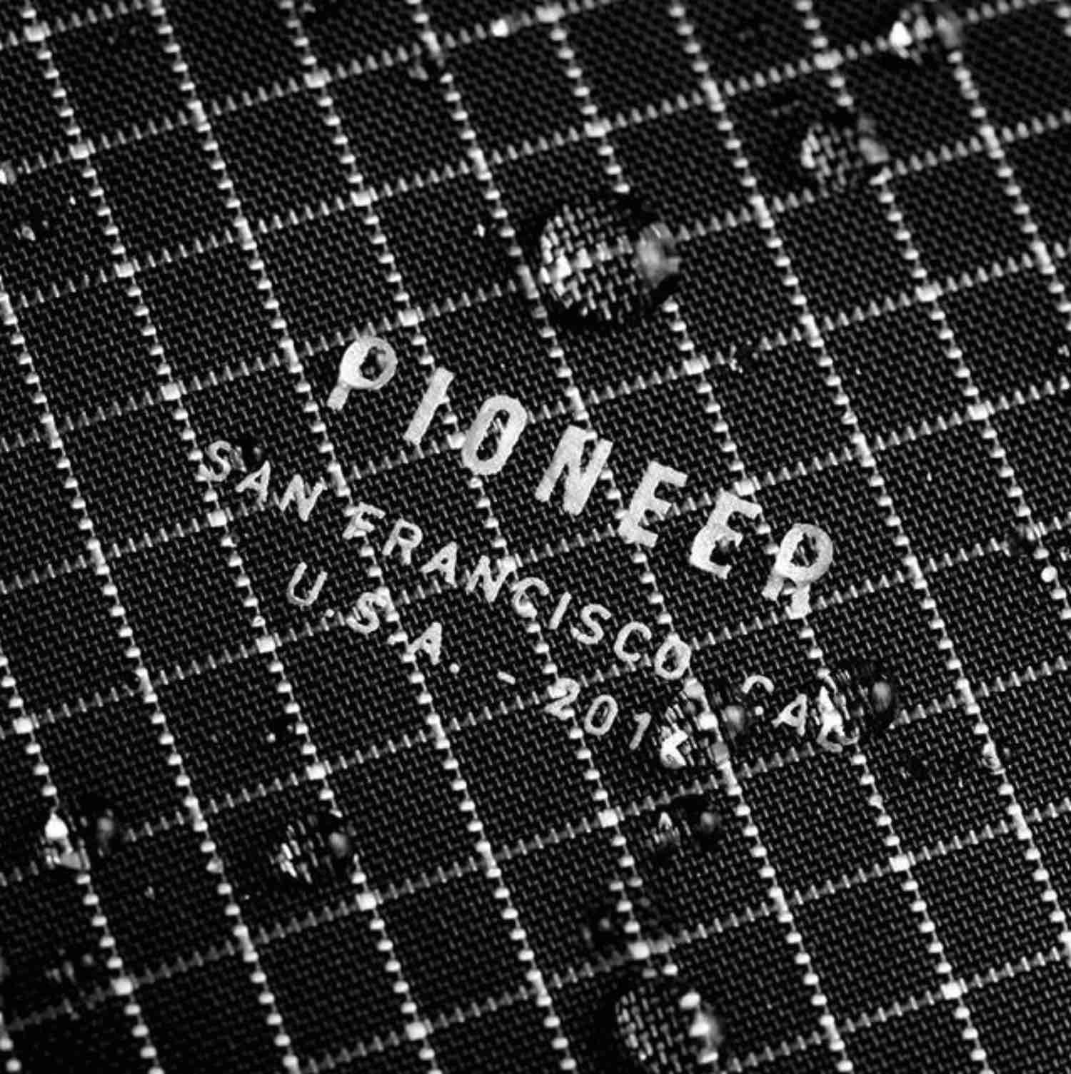 pioneer-molecule-card-wallet-closeup