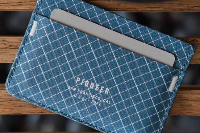 pioneer-molecule-card-wallet