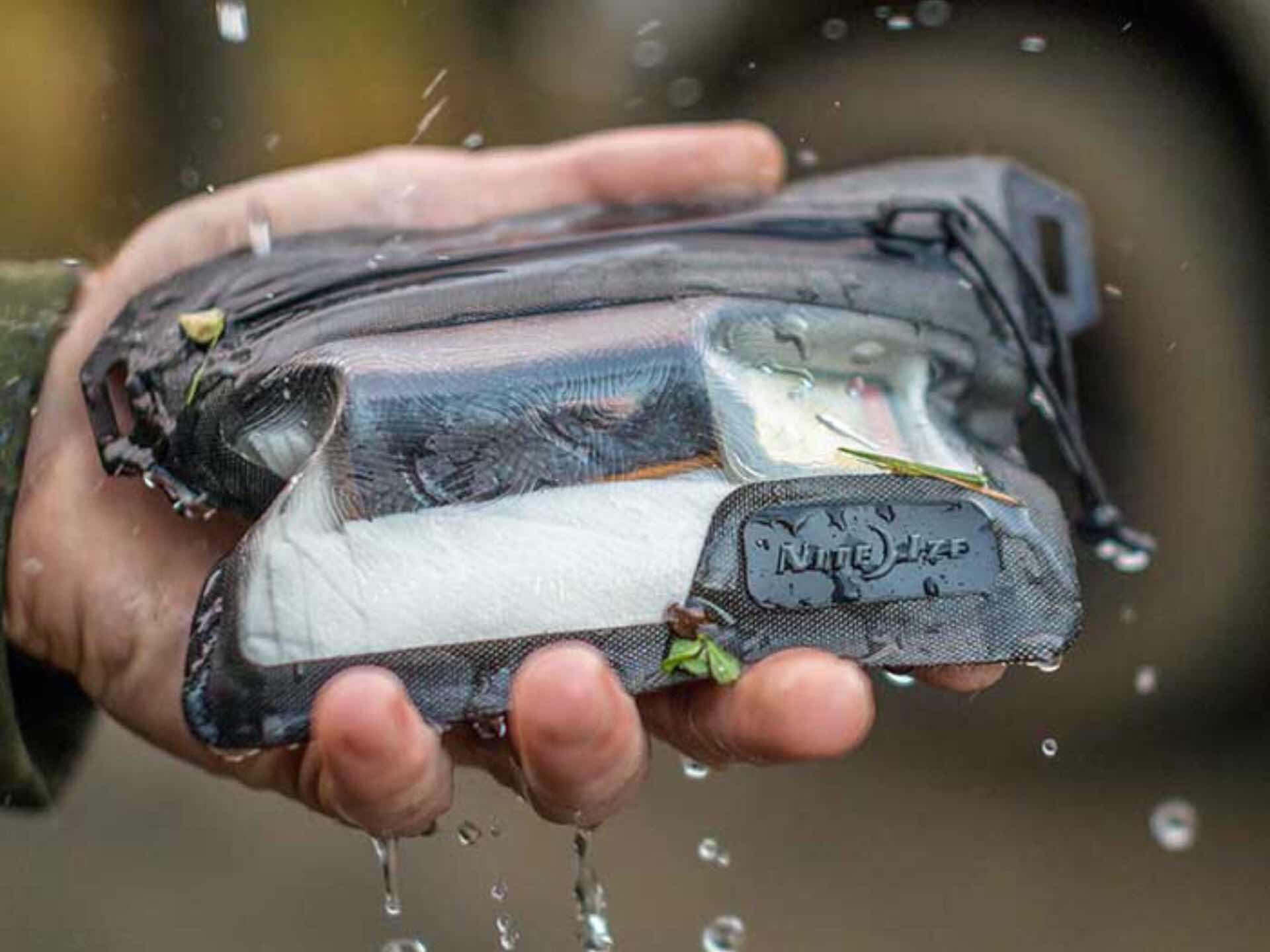 nite-ize-runoff-waterproof-wallet