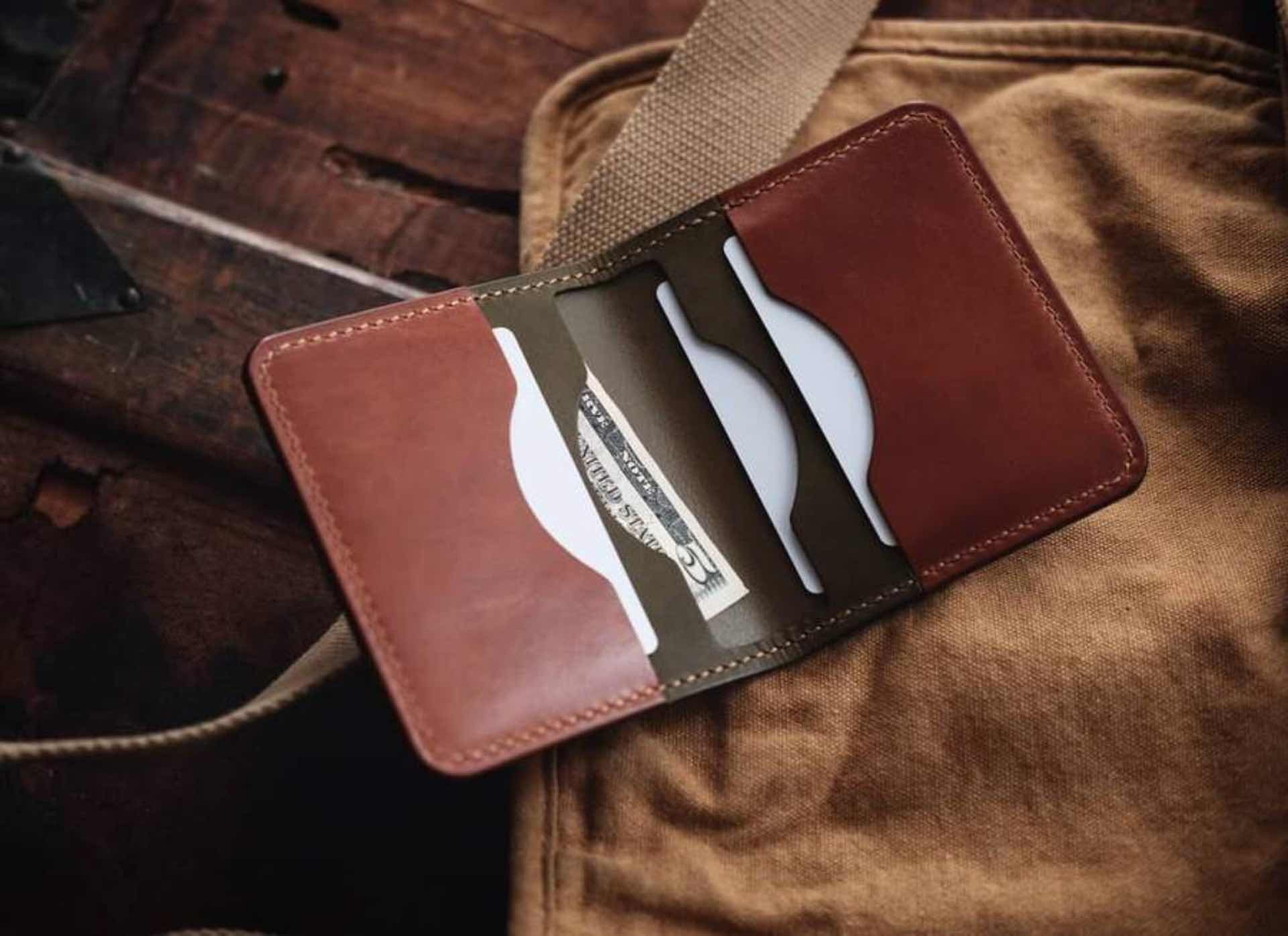 little-king-goods-v2-leather-wallet-lifestyle