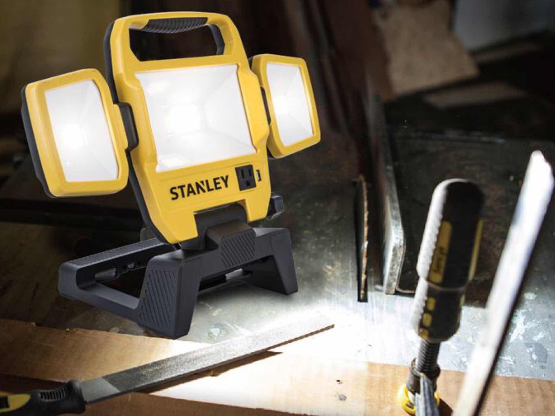 stanley-5000-lumen-led-portable-work-light-2