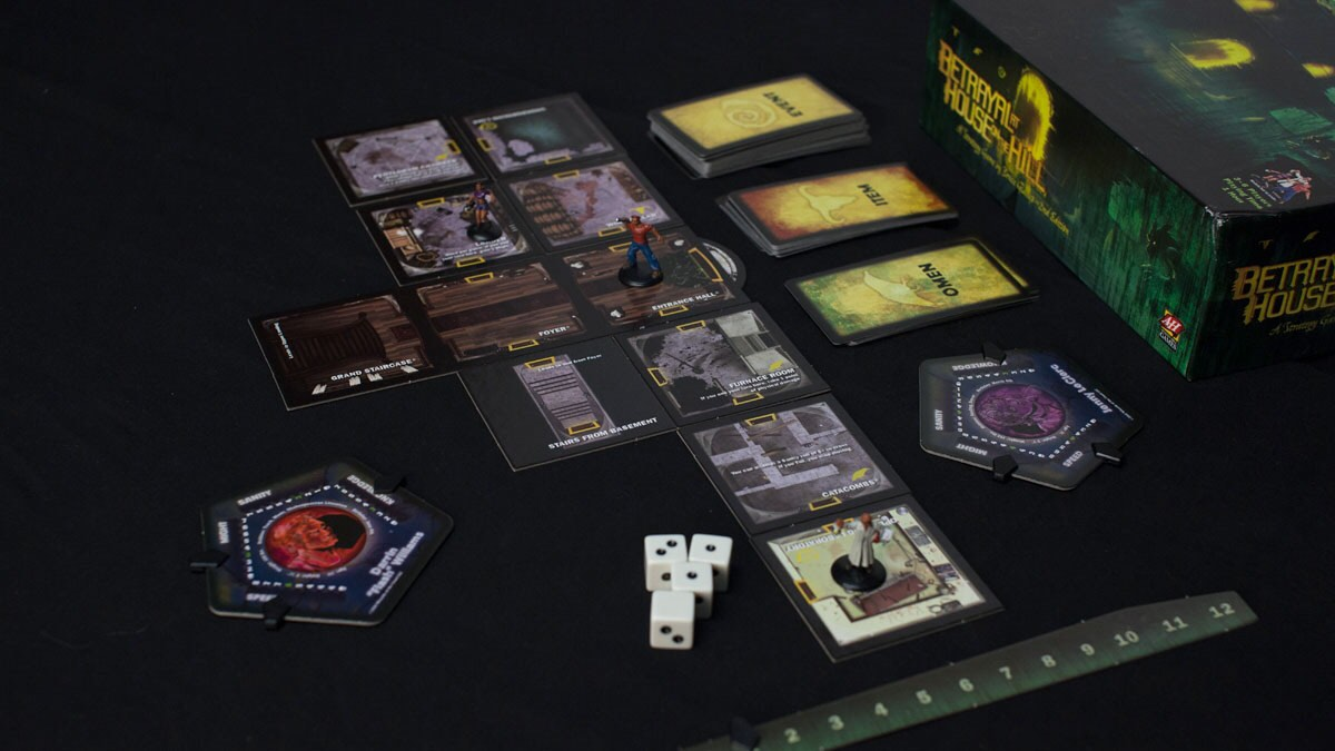 betrayal-at-house-on-the-hill-board-game-2