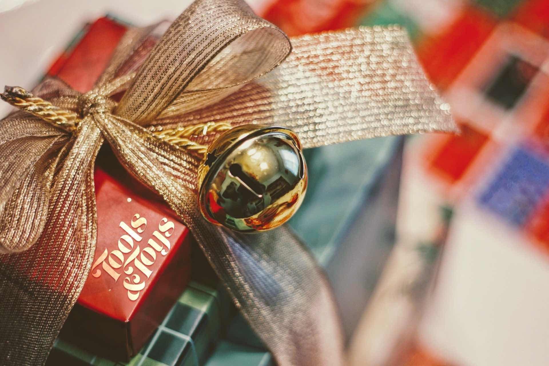 2019-christmas-catalog-guide-hero-joshua-hoehne