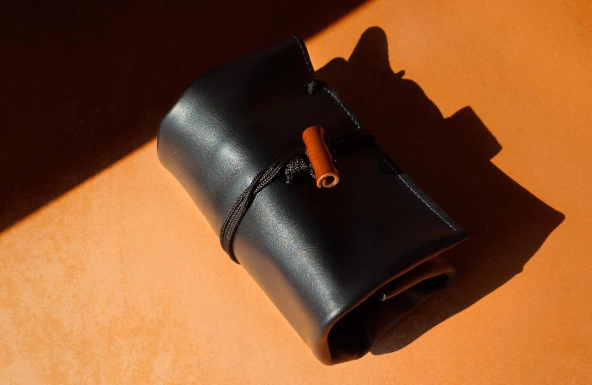 convoy-co-italian-leather-watch-rolls-black-2