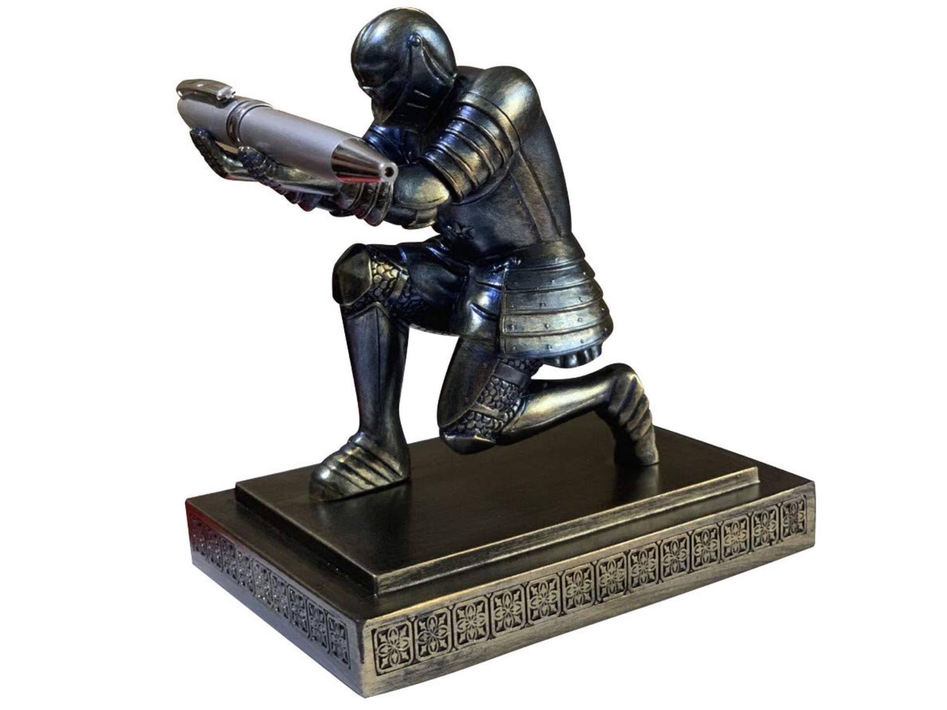 executive-knight-pen-holder
