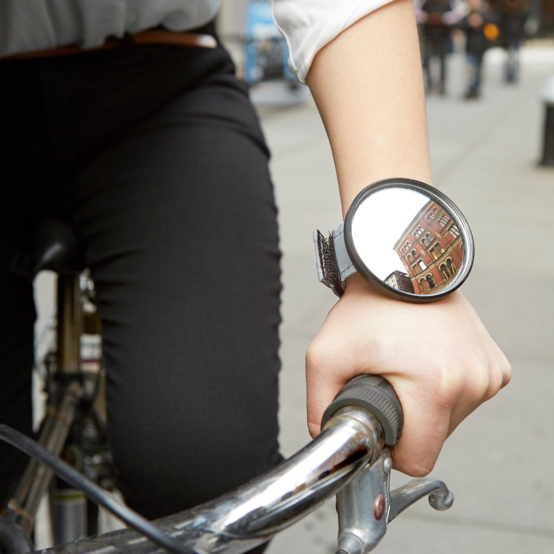 kikkerland-bike-watcher-wristband-mirror