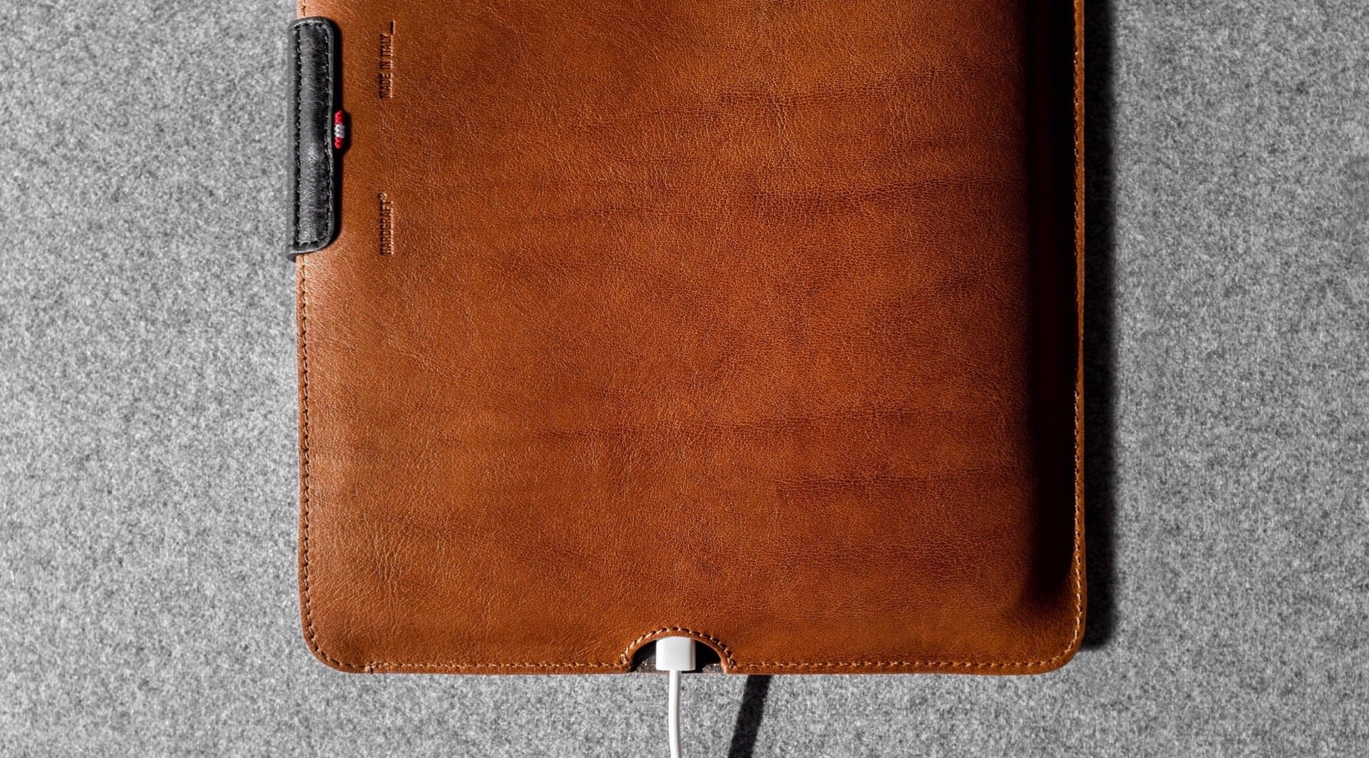 hard-graft-together-leather-ipad-pro-case-charging