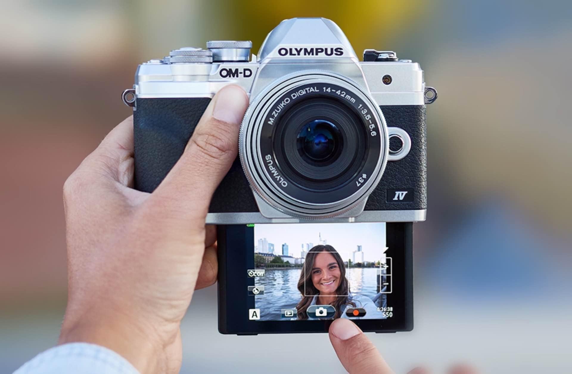 olympus-om-d-e-m10-mark-iv-camera-selfie-display