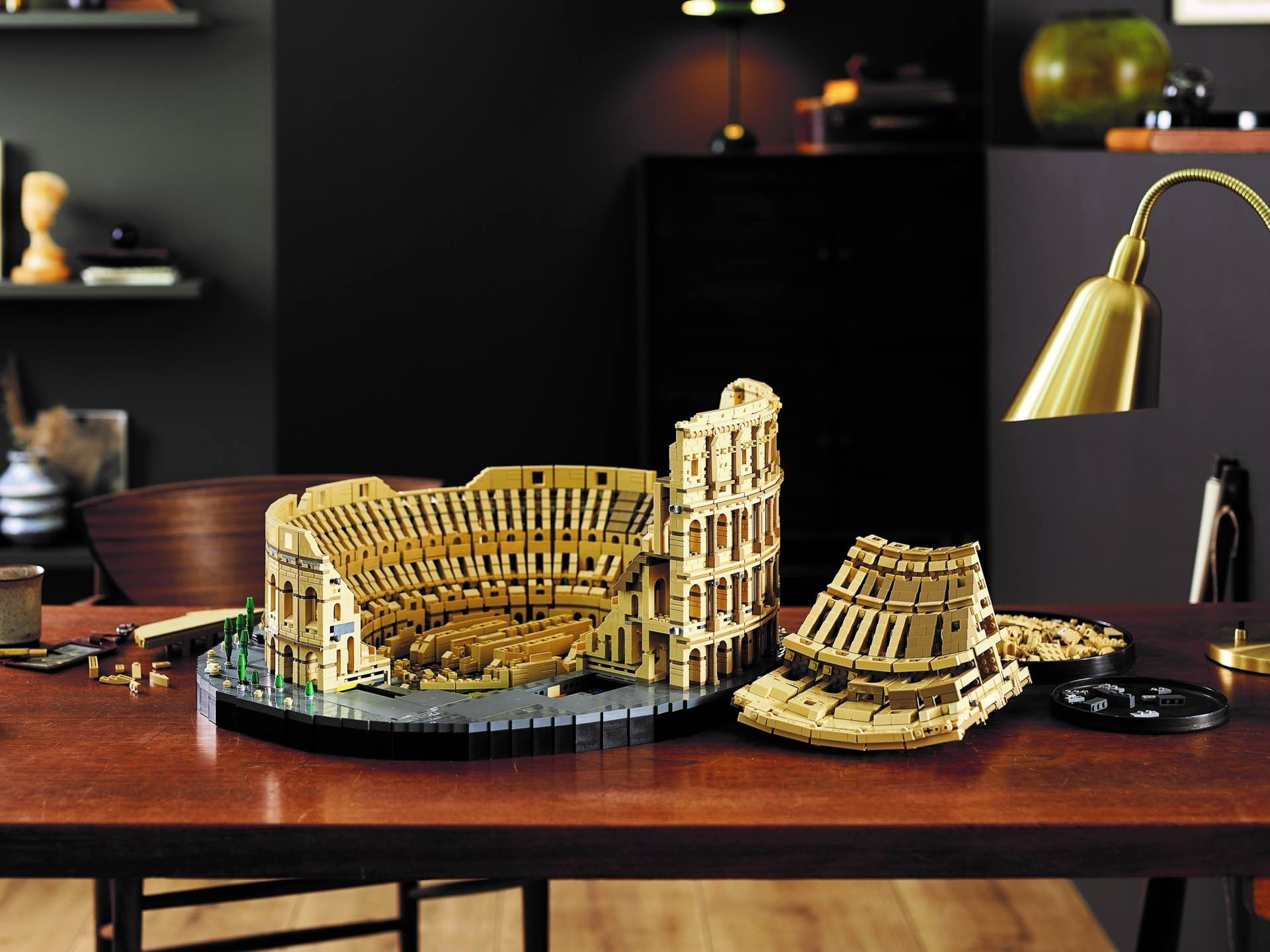 lego-colosseum-set-assembly-front
