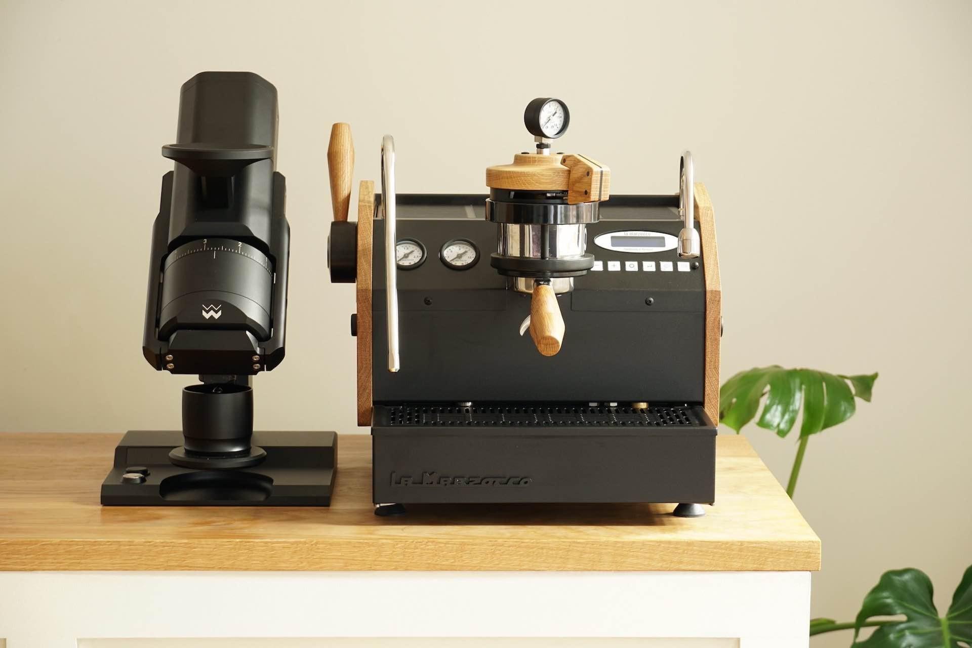 specht-design-premium-espresso-machine-customization-black-machine-grinder
