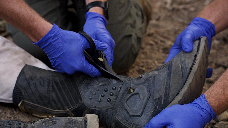 xshear-black-titanium-coated-extreme-duty-trauma-shears-cutting-boots