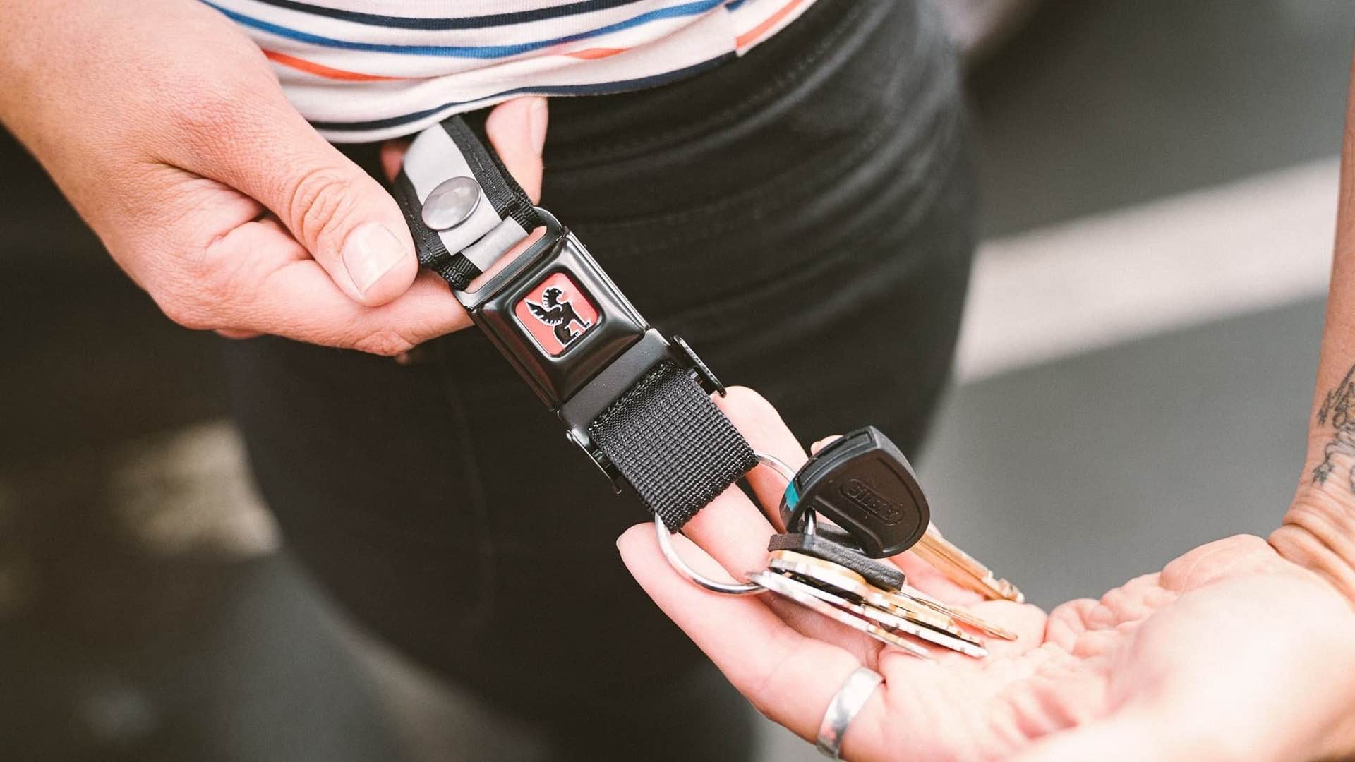 chrome-industries-mini-buckle-quick-release-keychain-lifestyle